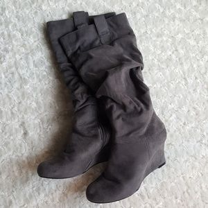 Aldo Faux suede gray leather wedge boot